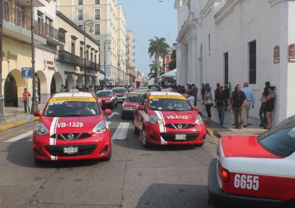 Impunes, particulares que dan servicio de taxi en Veracruz