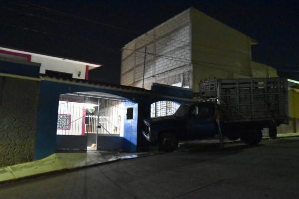 Balean casa de profesora e incendian su camioneta