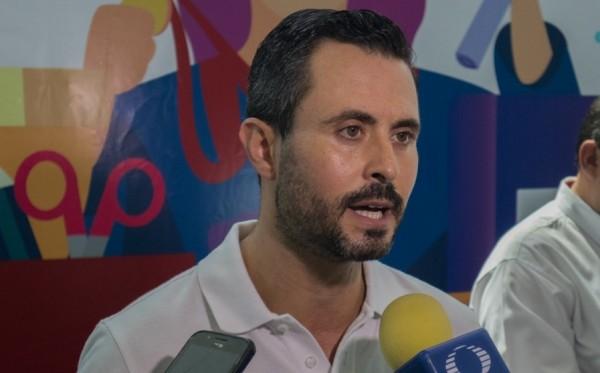 Alcalde veracruzano viaja a España; llevó hasta al 'tuitero'