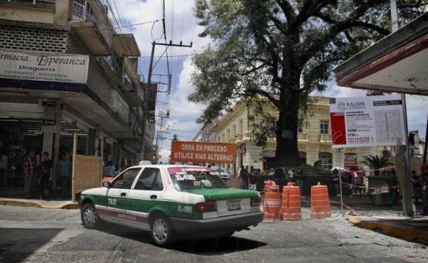 Centro de Xalapa, colapsado por el exceso de transporte, deploran
