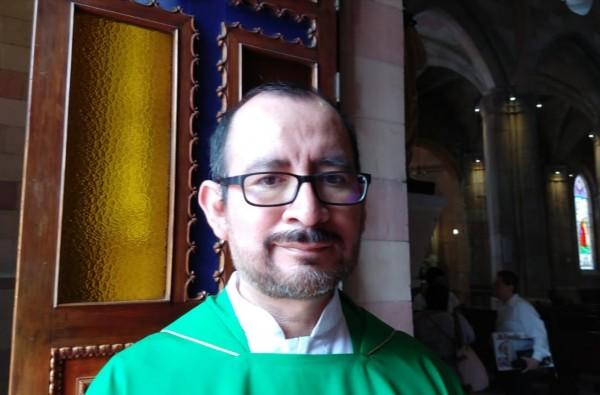 Condena Iglesia agresión de feministas a reportero en la CDMX