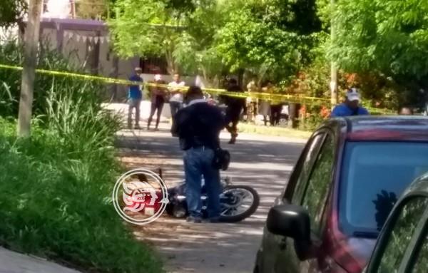En Cosoleacaque, a tiros ejecutan a motociclista