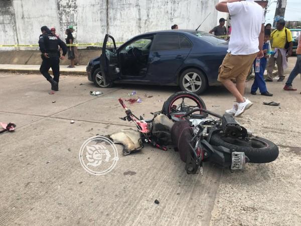 Aparatoso choque en Oluta; dos estudiantes graves y un detenido