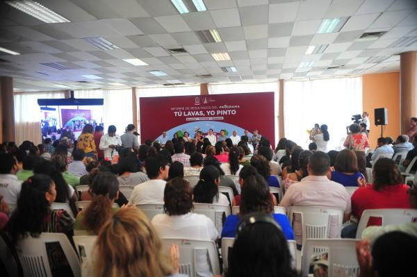 Programa Tu lavas, yo pinto, benefició a 51 escuelas de Coatzacoalcos