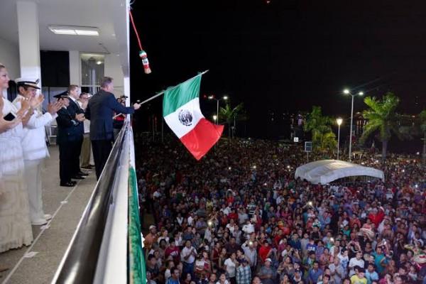 Alistan fiestas patrias en Tuxpan