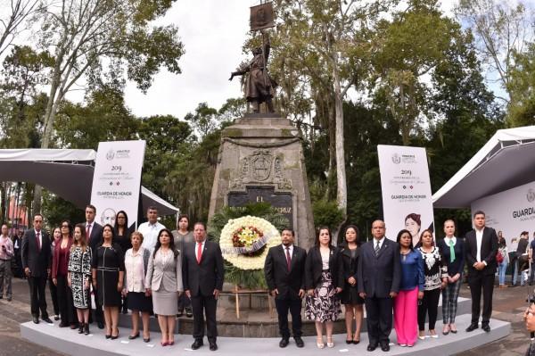 Realizan guardia de honor integrantes de la LXV Legislatura