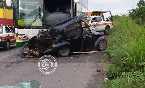 Muere joven al ser impactada por autobús en Jáltipan