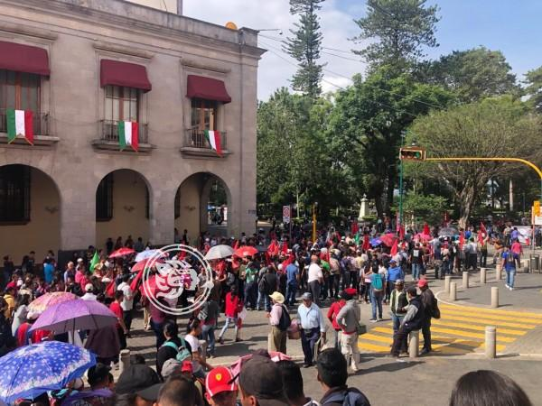 Antorchistas colapsan el centro de Xalapa