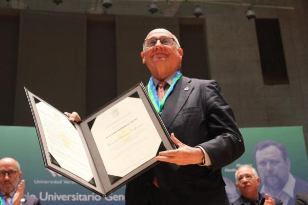 La UV entrega doctorados honoris causa; refrenda compromiso social