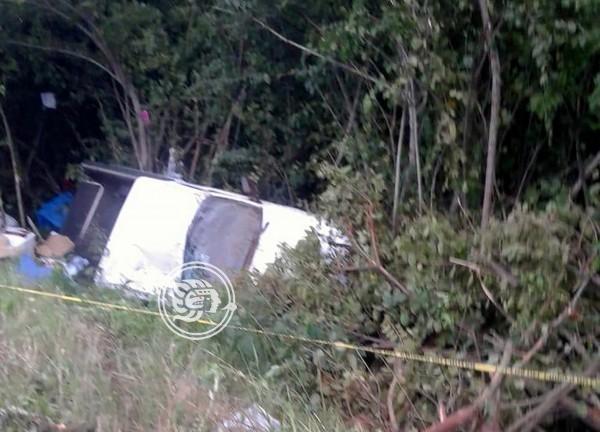 Taxista muere tras volcadura en autopista Acayucan – Isla
