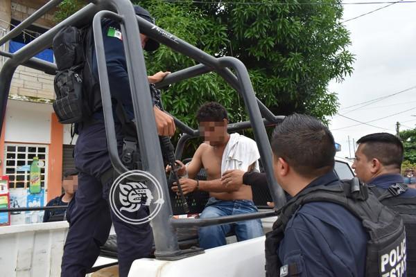 Detienen en Acayucan a borracho que intentó allanar vivienda
