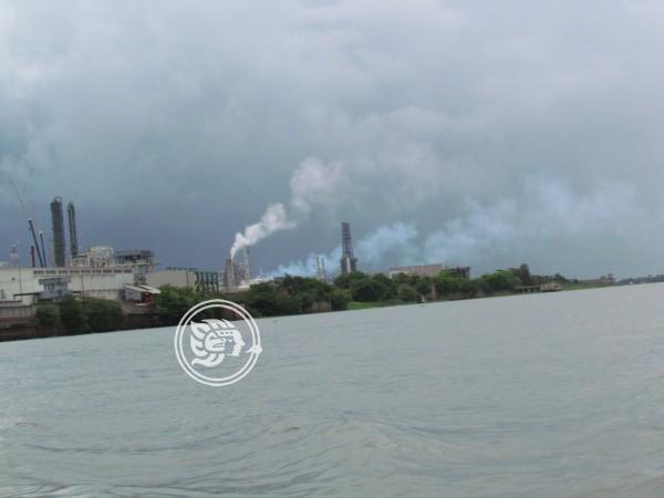 Lluvias propagaron olor tóxico de refinería en Minatitlán
