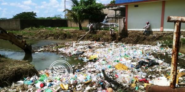 Arroyos y canales de Minatitlán, enormes depósitos de basura