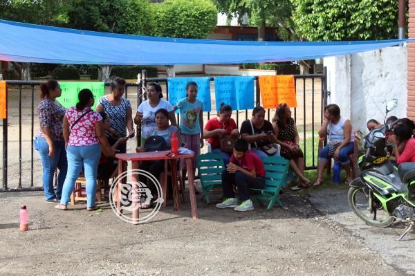 Alrededor de 300 alumnos sin clases en secundaria de Agua Dulce