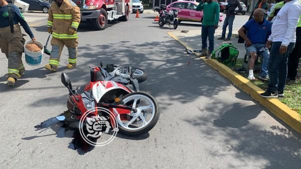 Taxi impacta a motociclista en fraccionamiento de Boca del Río
