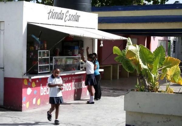 Sin recibir comprobantes, cafeterías escolares entregan cuotas a la SEV