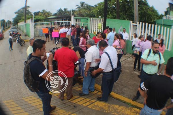 Protesta en secundaria de Agua Dulce termina en bronca