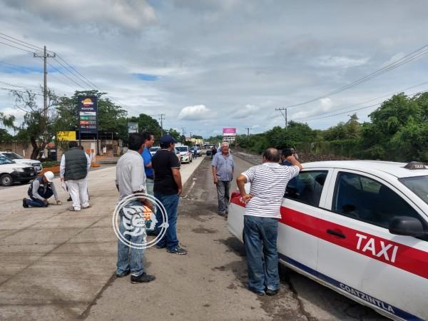 Bloquearon taxistas obras de la Poza Rica-Coaztintla