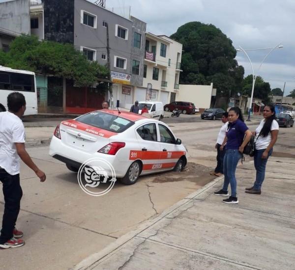 Enormes hoyancos en calle que conecta a Acayucan y Oluta