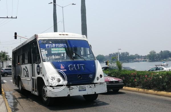 Denuncian transportistas de Tuxpan invasión de rutas por taxis