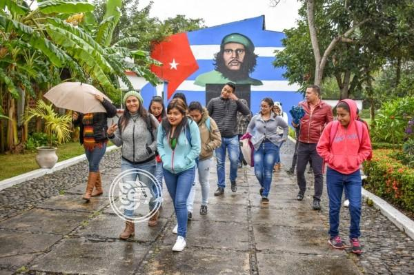 Buena afluencia de turistas al museo México Cuba en Tuxpan