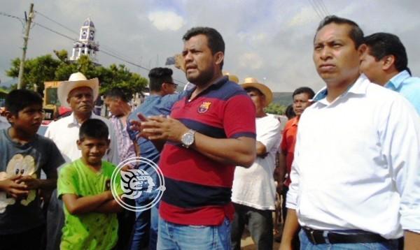 Buscan terminar conflicto entre campesinos en Tatahuicapan