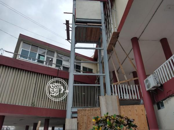 Atrasada obra de elevador en Ayuntamiento de Poza Rica