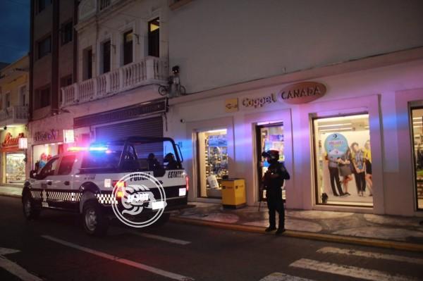 En el centro de Veracruz, hombres armados asaltan tienda departamental