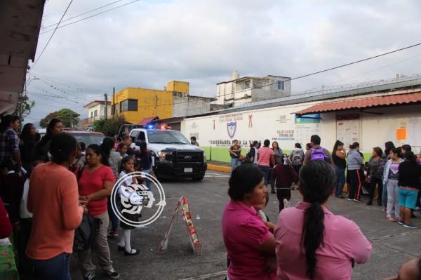 Toman primaria en Córdoba; exigen salida de directora