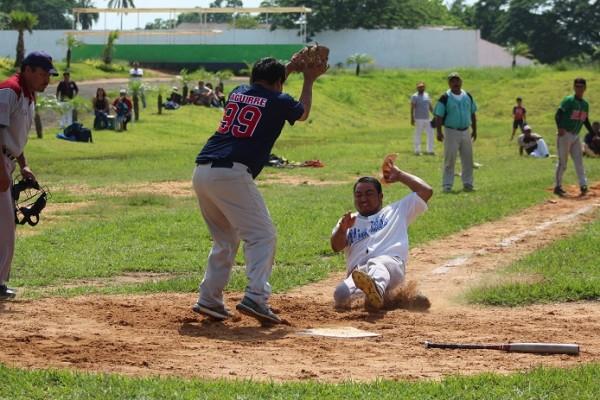 En Capoacán siguen los play offs del softbol libre varonil