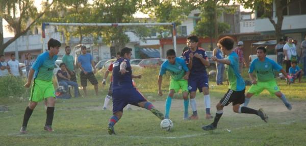 Lito y Bohemia en busca del título en el futbol del Playón Sur en Mina