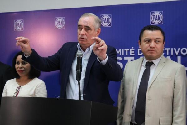 Difunde Julen 'fake news' contra AMLO; se niega a reconocer pifia