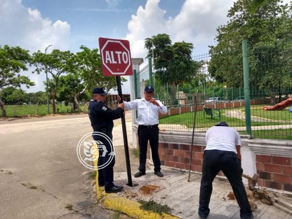 Reparan señalamientos cerca de las escuelas en Cosolea