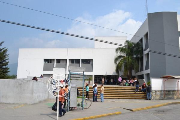 Disparan y abandonan a taxista sobre la Córdoba-Puebla