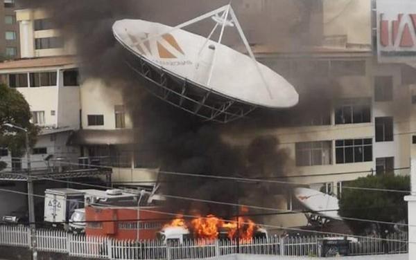 Atacan diario y televisora por protestas en Ecuador