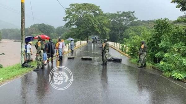 Cerrado acceso a Santiago Tuxtla por daños en puente