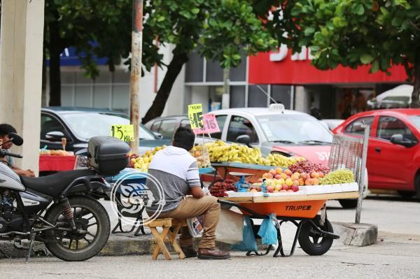 Controlado, comercio informal en calles de Tuxpan