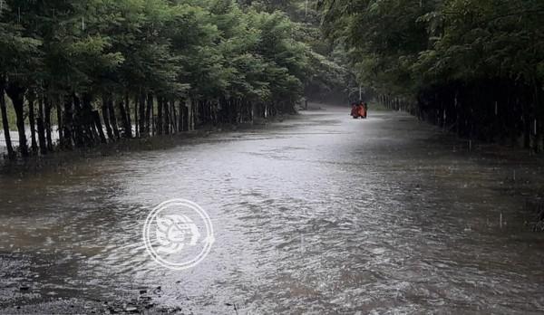 Alerta en Hidalgotitlán; ríos se acercan a su nivel crítico
