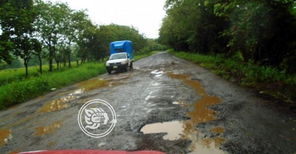 Desbordamientos incomunican a poblados en Tatahuicapan