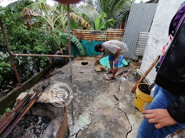 Deslave en cerro pone en riesgo a familias en Nanchital