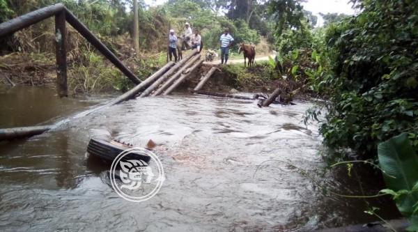 Colapsa puente en zona rural de Minatitlán