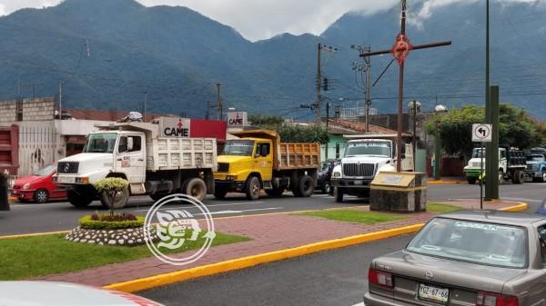 Denuncian materialistas de Zongolica que empresas foráneas acaparan obras