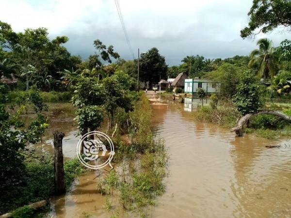 Comienza a desbordarse el río Tonalá; albergan a familias