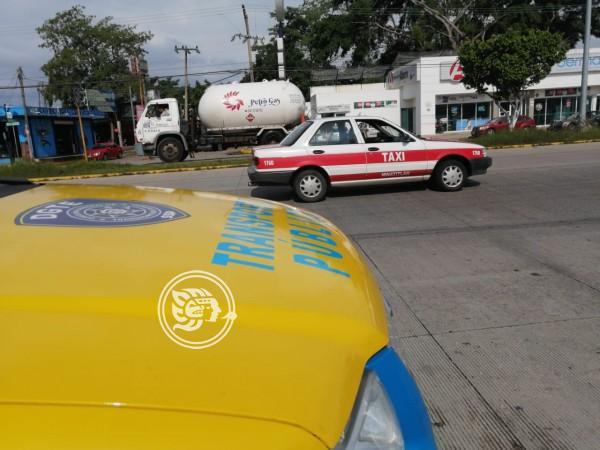 Operativo en Minatitlán, detienen a mas de 70 taxis irregulares