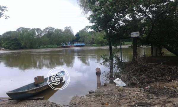 Inundación y corte de caminos por crecimiento de ríos en Jáltipan
