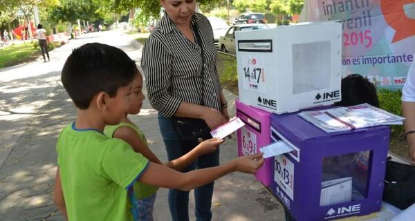 Invita INE a niños de Tuxpan a participar en parlamento infantil