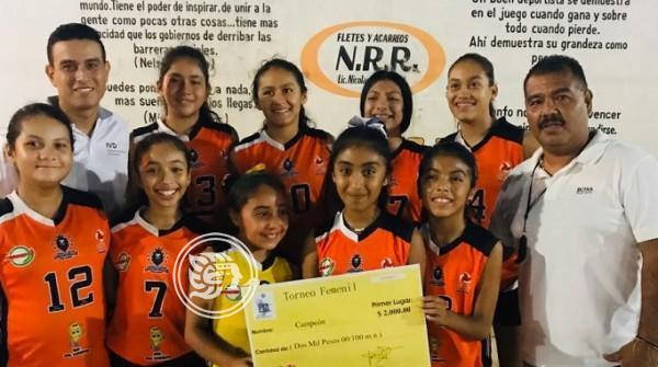 Leonas obtienen el título en el  Voleibol de Novatas en Mintitlán