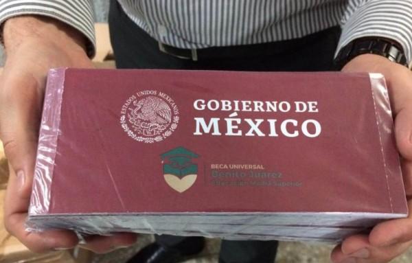 Denuncian ante FGR fraude en cobro de becas en Veracruz