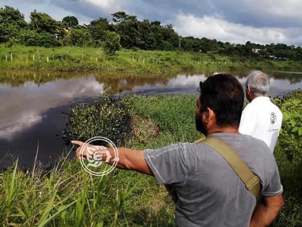 Lluvias complican saneamiento de arroyo en Las Choapas