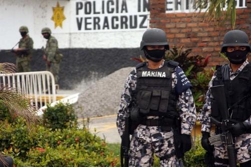 Policía Naval presenta botón de alerta en Veracruz